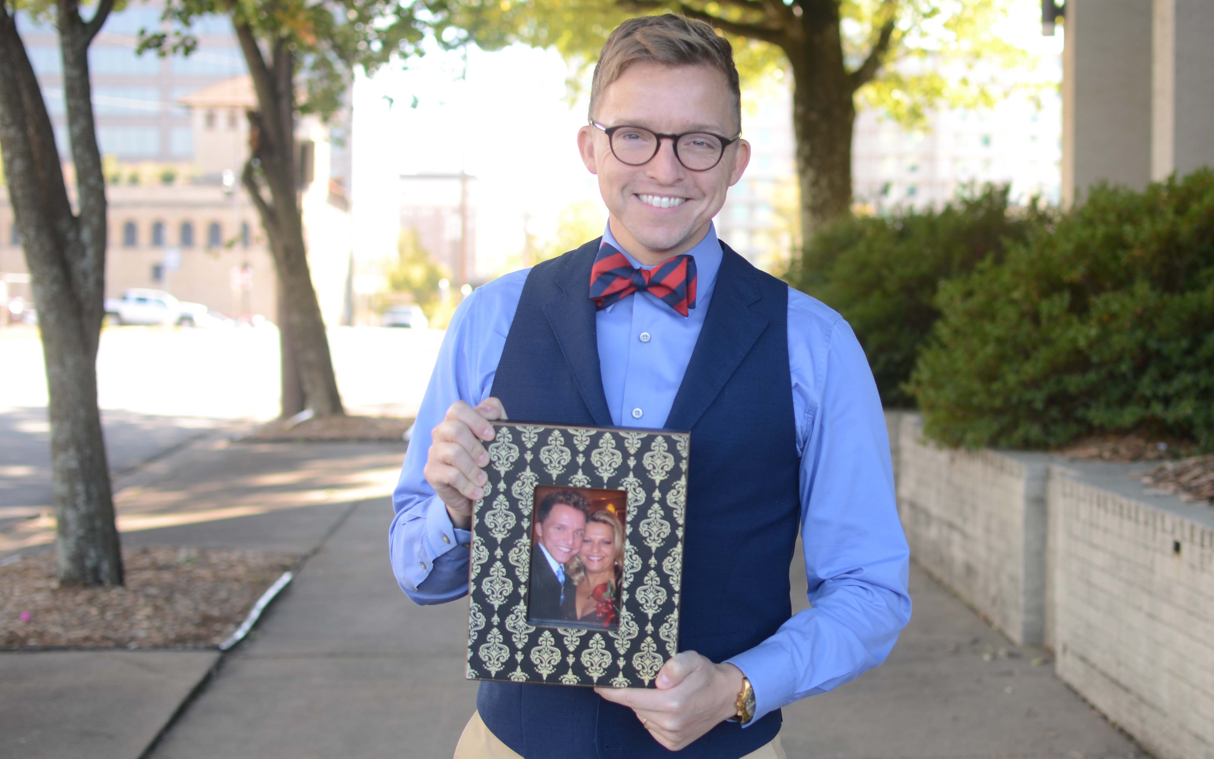 Carl Carter with a photograph of him and his mother, Beverly. (Photo by Becca Bona)